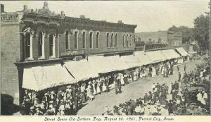 Prairie City, Jasper Co., Iowa, August 20, 1907. Street scene during Old Settler's Day.