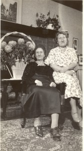 Tressa and Eidlh Cullen, 5 November 1937, Chicago, Illinois