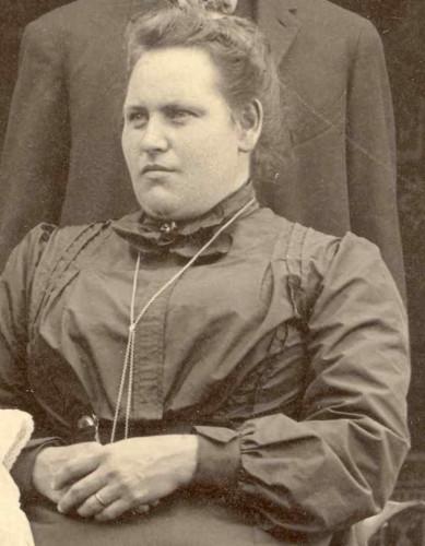 Ella V. DANIEL ROBERTS, circa 1904. Cropped from a family portrait.