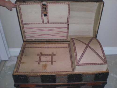 tray compartments of the Saratoga trunk