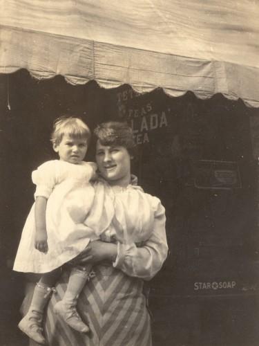 Lilian Bildhauer Broida and her first child, Georgian Broida, c1916.