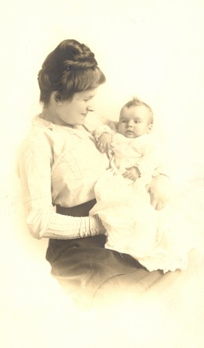 Lil and Georgian, wife and daughter of Louis Broida, circa 1914.